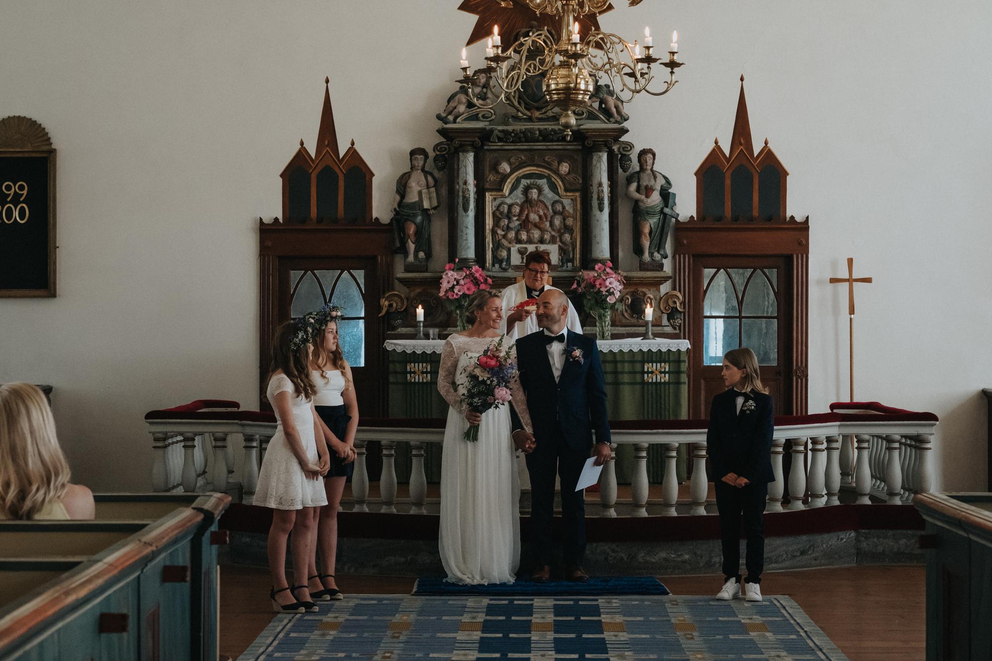 022-bröllop-fårö-kyrka.jpg