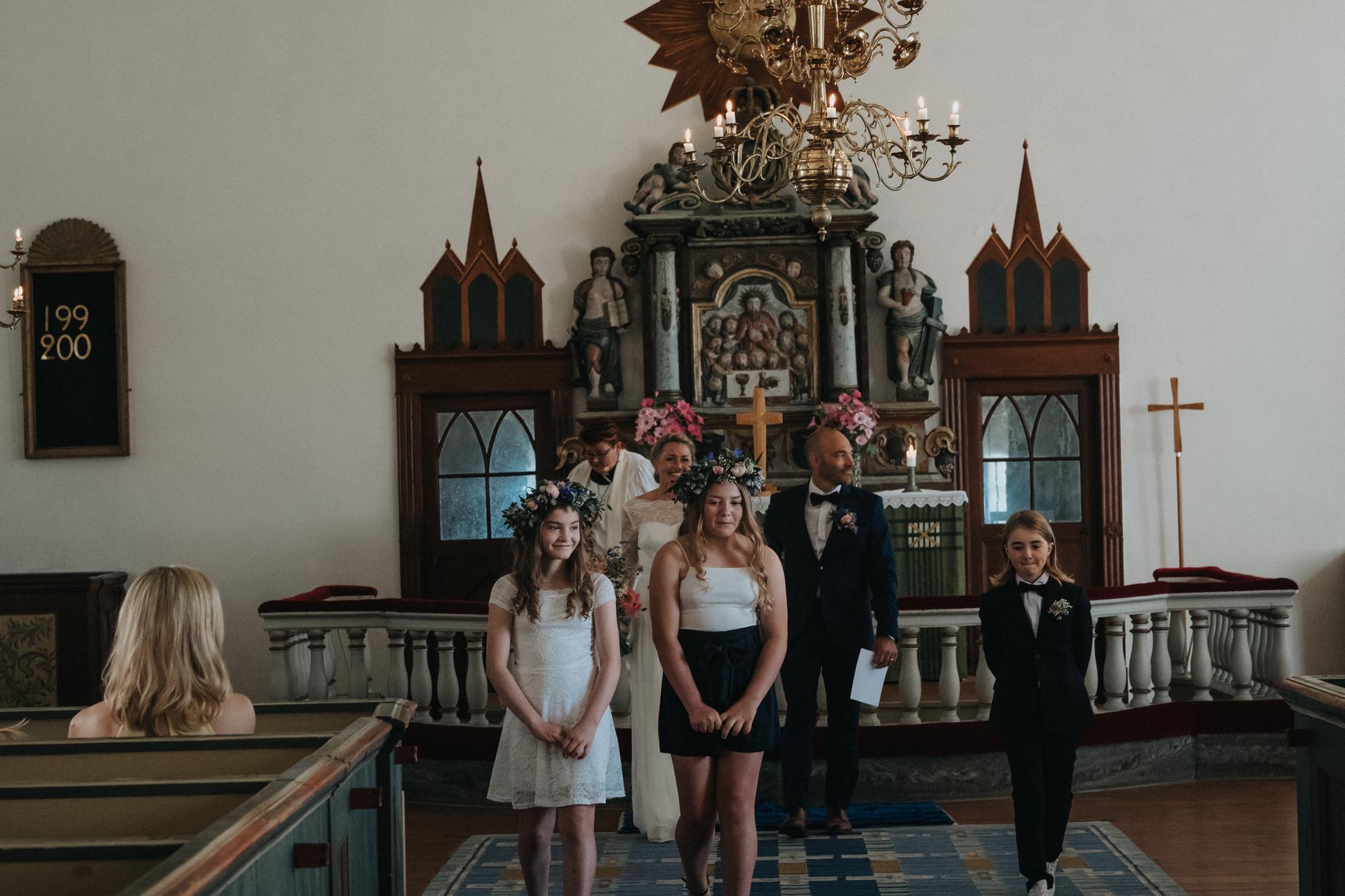 023-bröllop-fårö-kyrka.jpg