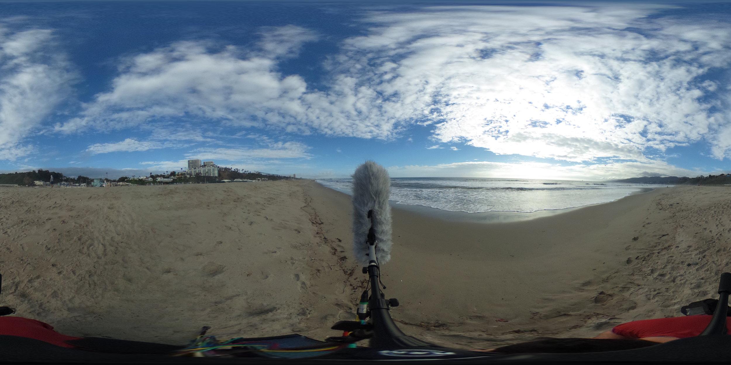 EXT_Day_Beach_OceanWaves_CloseDistance_LightWalla_Footsteps_JPEG.JPG