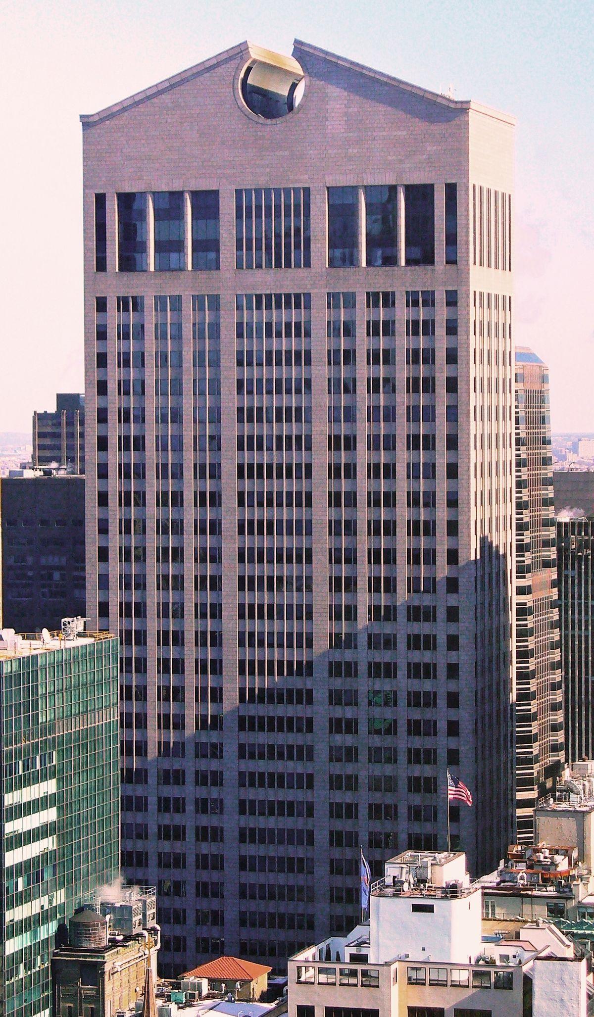 550 Madison Avenue, Philip Johnson