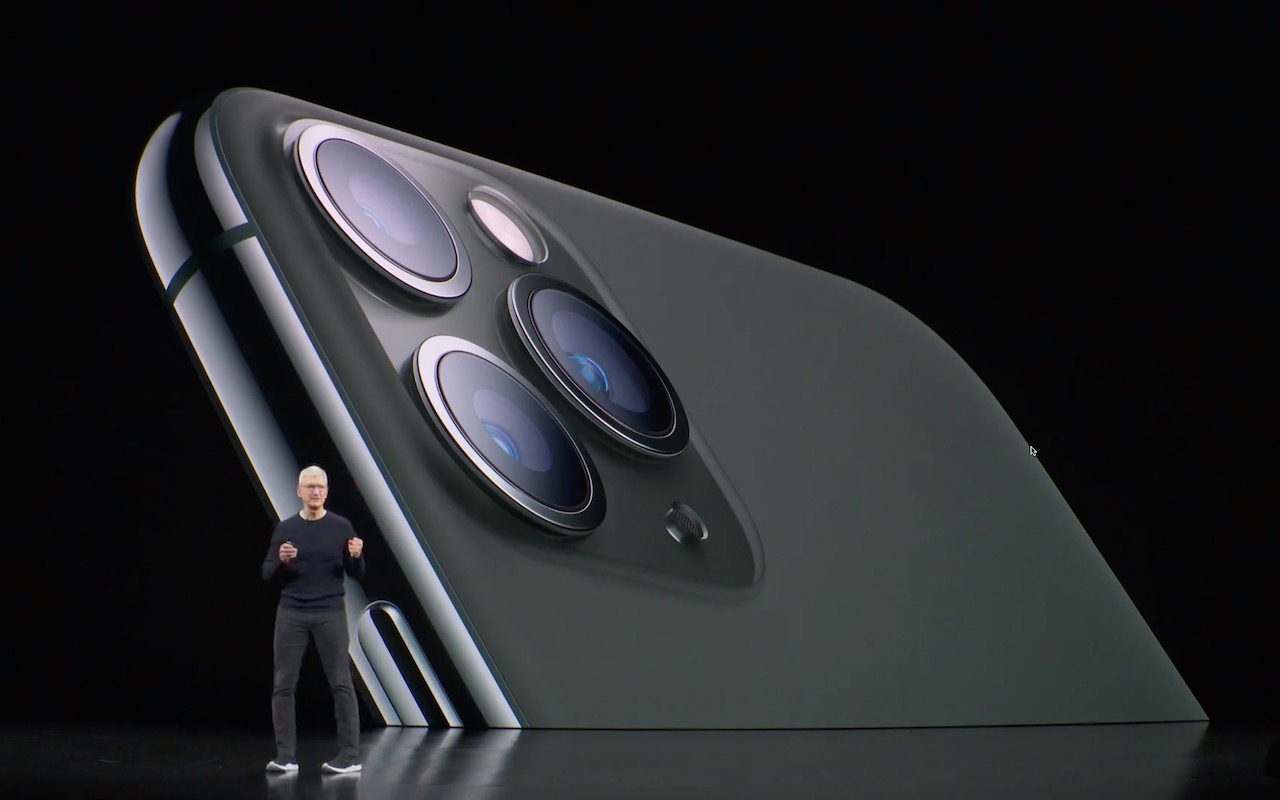 Tim-Cook-iPhone-11-photo.jpg