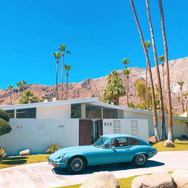 Creeping on all the retro wonders..... . . . . . . #palmsprings #palmspringsdoortour  #palmspringshomes #palmspringstyle #palmspringsmodern #california #californiaadventure #roadtrip #vacationvibes #instagood #instatravel #palmdesert #optoutside #adventuretravel #travelstoke #exploremore #palmtrees #desertvibes