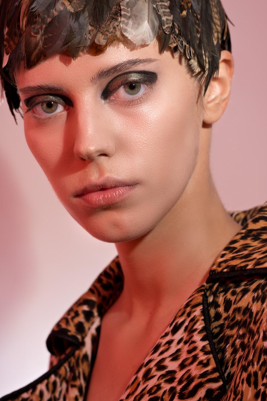 Headdress Maryana Slavyanskaya, Suit Milkiss design, Foundation estee lauder, Blush becca, Eyes mufe