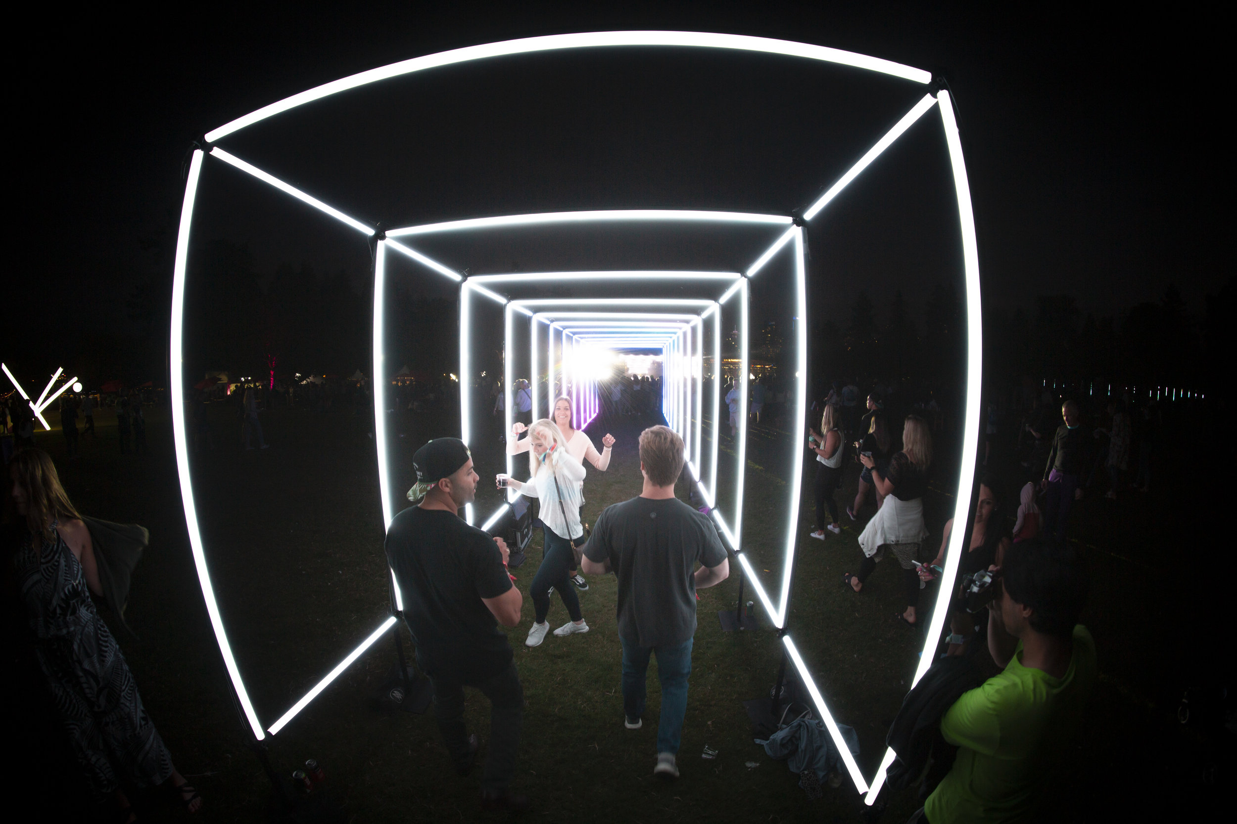 TUBIX LED Tunnel at Lululemon SeaWheeze 2019