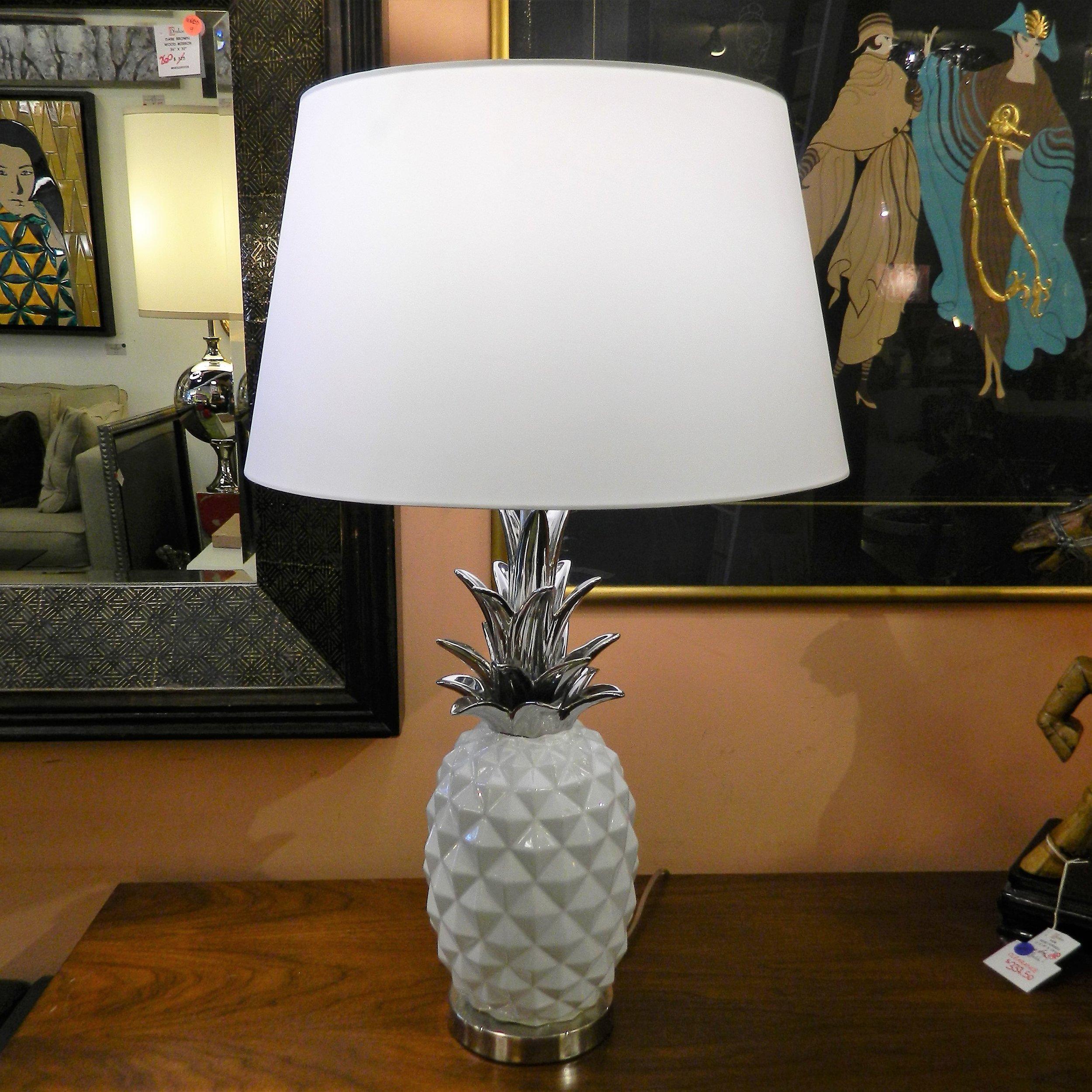 White Pineapple Table Lamp. SSUB 694 (1).JPG