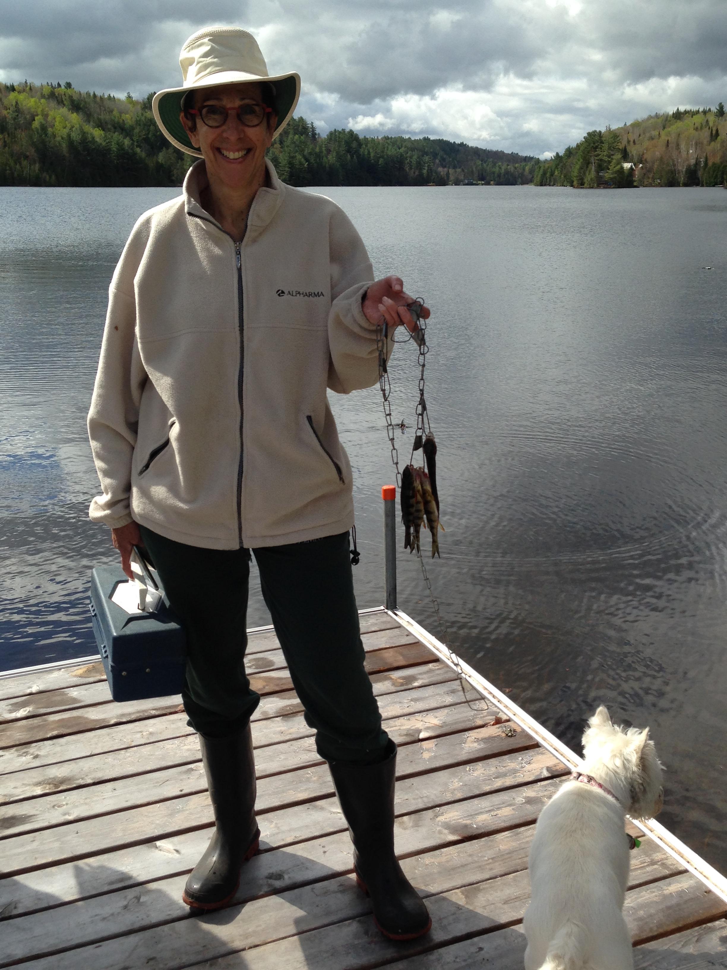 Christiane Brizard, présidente de l'Association, après un peu plus d'une heure de pêche sur le lac le matin du tournoi.