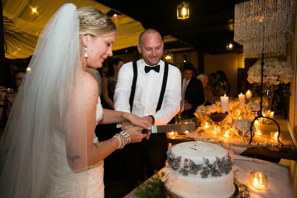 bridefriends-guide-to-destination-weddings-podcast-blackdesti-black-destination-bride-2017-lea-funkhouser-antigua-guatemala-episode-5-cake-cutting.jpg