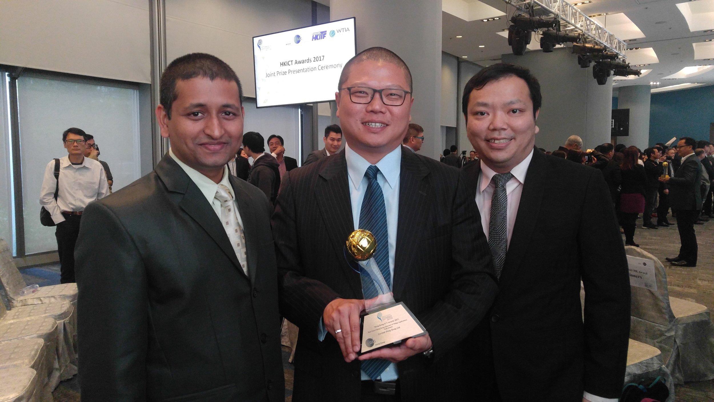 The En-trak team receiving the HK ICT Awards