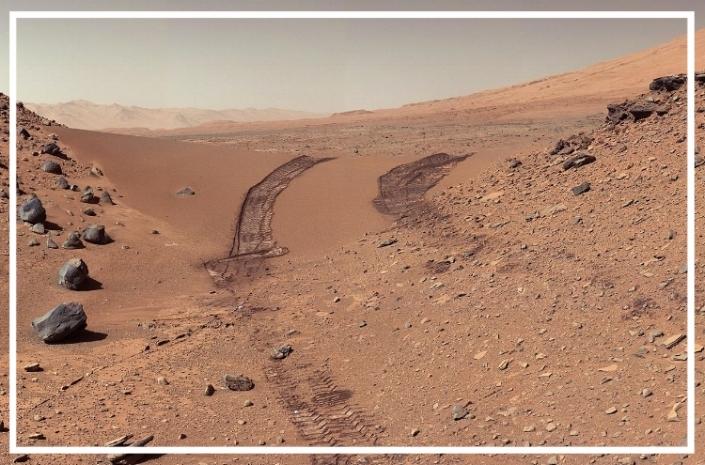 PIA17944-MarsCuriosityRover-AfterCrossingDingoGapSanddune-20140209.jpg