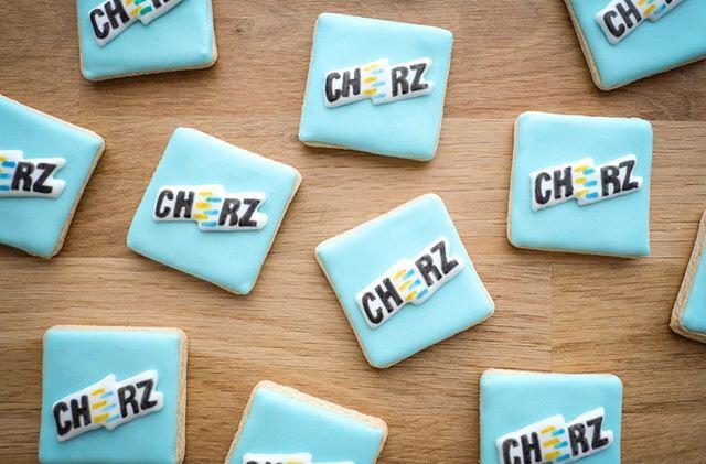 Pas peu fière d'avoir participé au lancement d'une jolie box à colorier pour Cheerz 💕📷 💕 J'ai adoré! Merci mille fois!  @cheerzfr @cheerz • contact@suziebiscuits.com • • #cheerz #boxacolorier #fun #colorinbox #chic #cheerzfr #crayonbiscuits #suziebiscuits #bio #vegan #organic #biscuitsglaces #faitavecamour #cookieartist #sweeterie #decoratedcookies  #faitmain #biscuiterie #sablespersonnalises #fabriqueenfrance  #petitsbiscuits #biscuitsdécorés #madeinfrancewithlove #artisan #savoirfaire #artisanat #madeinfrance #petiteentreprise