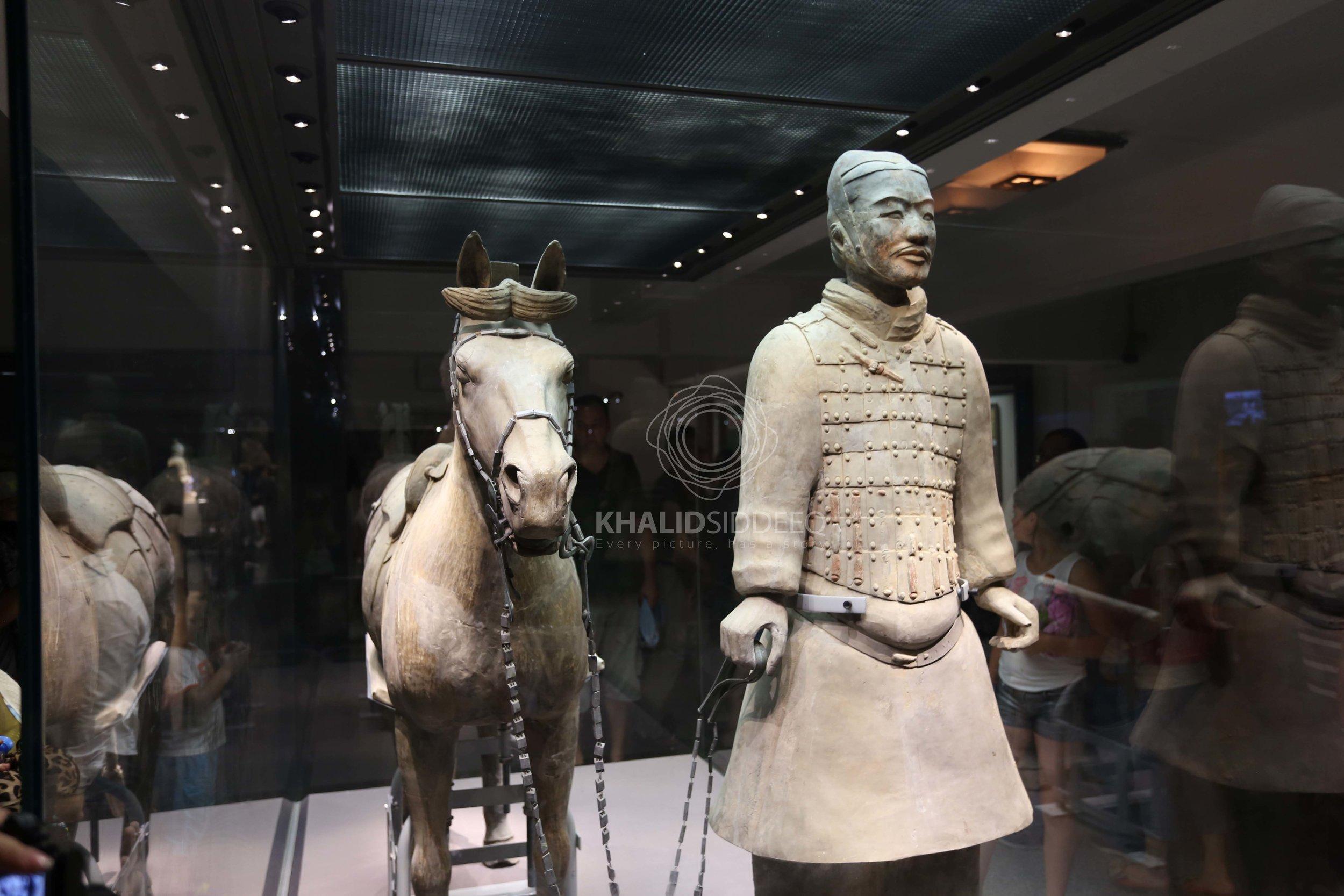 أحد جنود الطين من متحف تيراكوتا