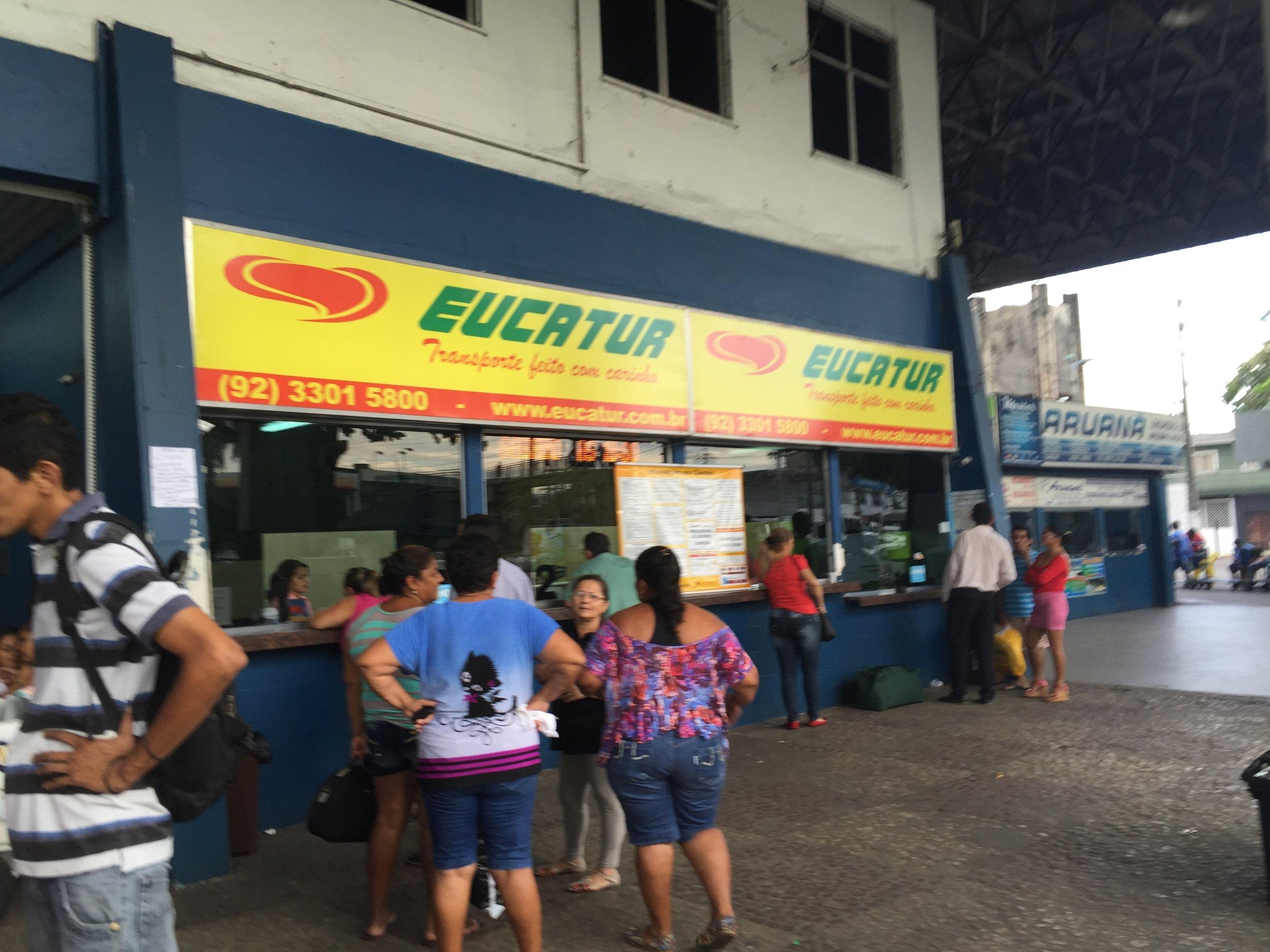 محطة الباص في مناوس