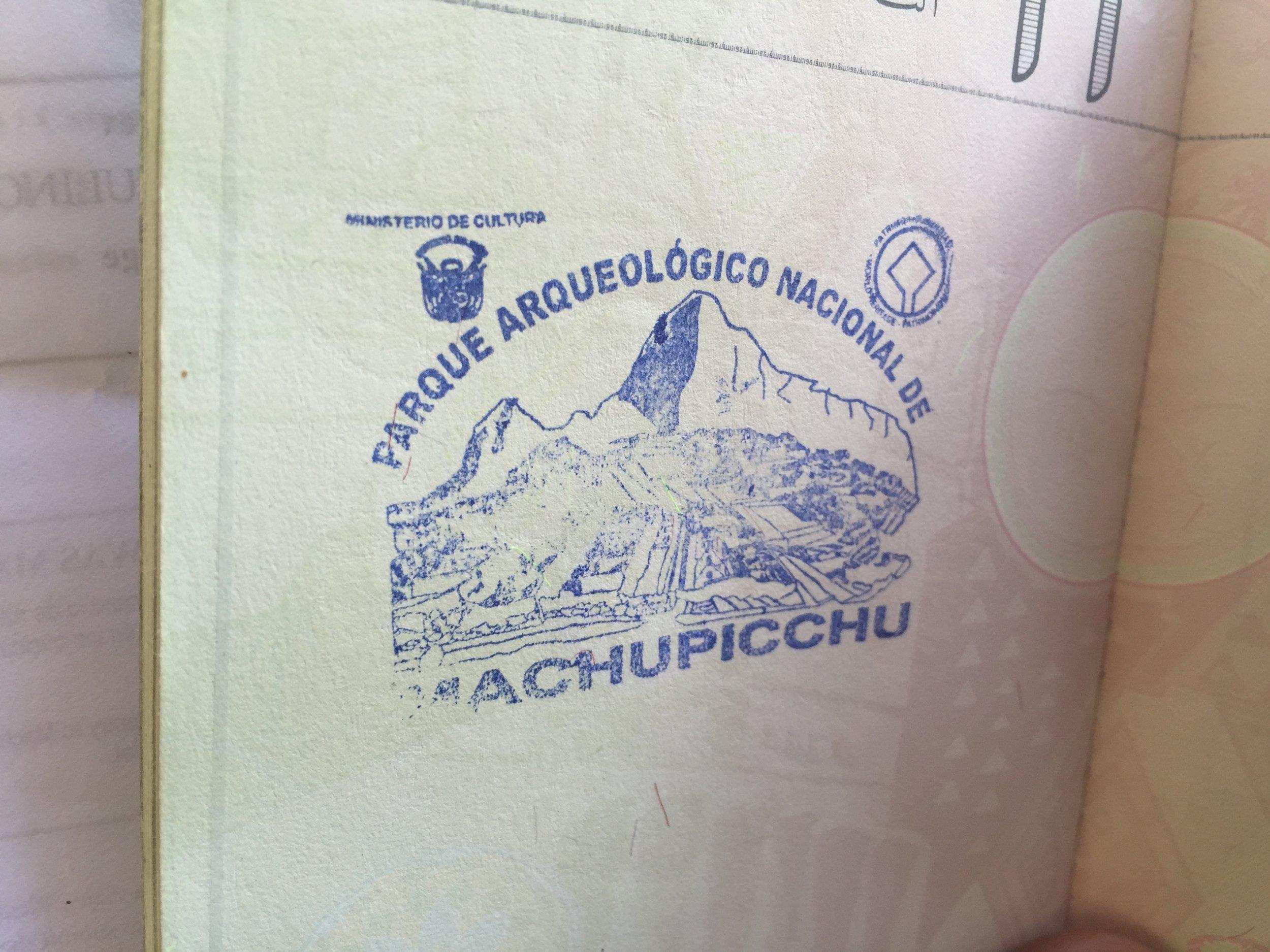 ختم يوضع على جواز السفر لكل من زار المدينة المفقودة