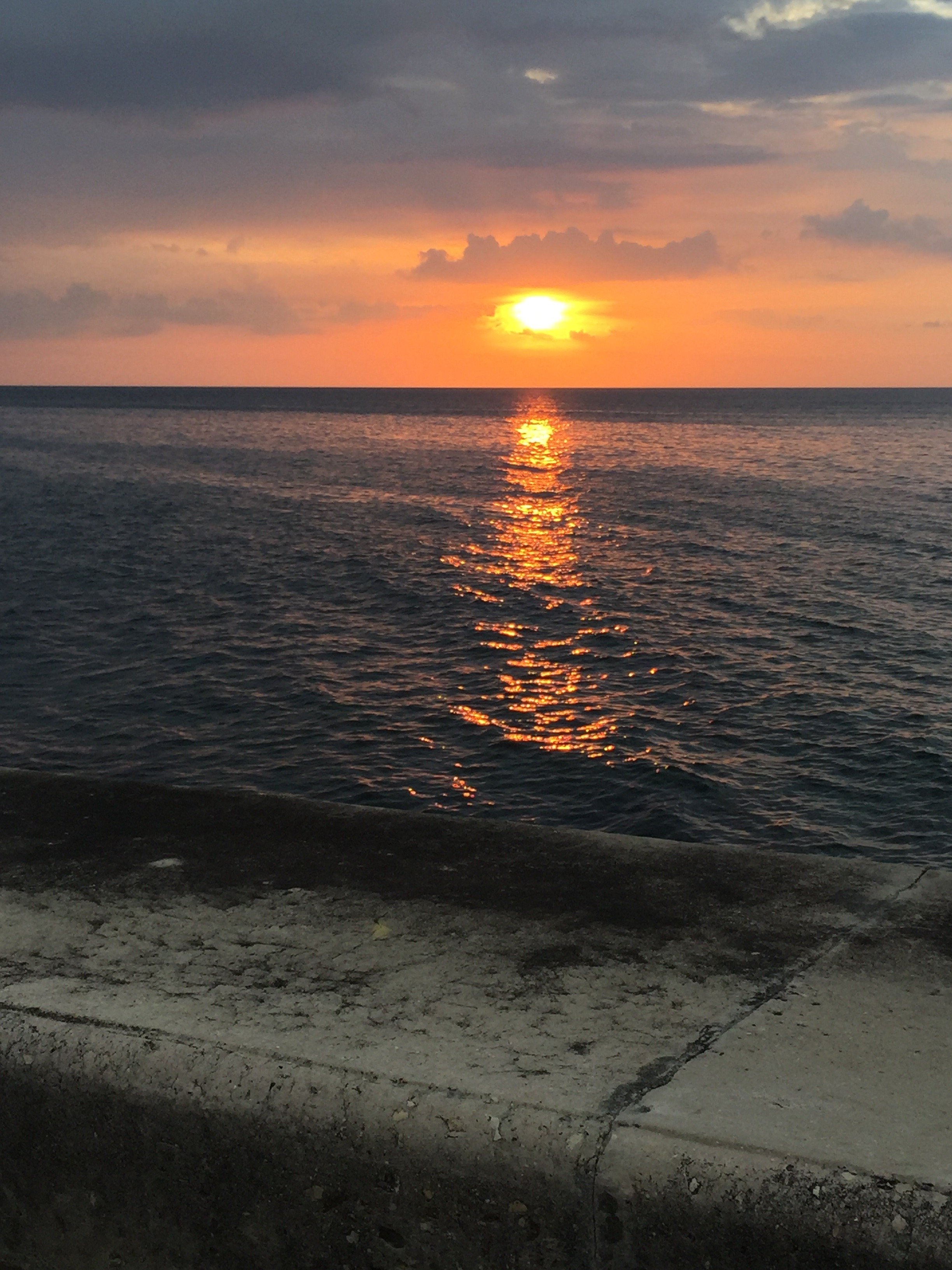 غروب الشمس كما يبدو من البحر الكاريبي