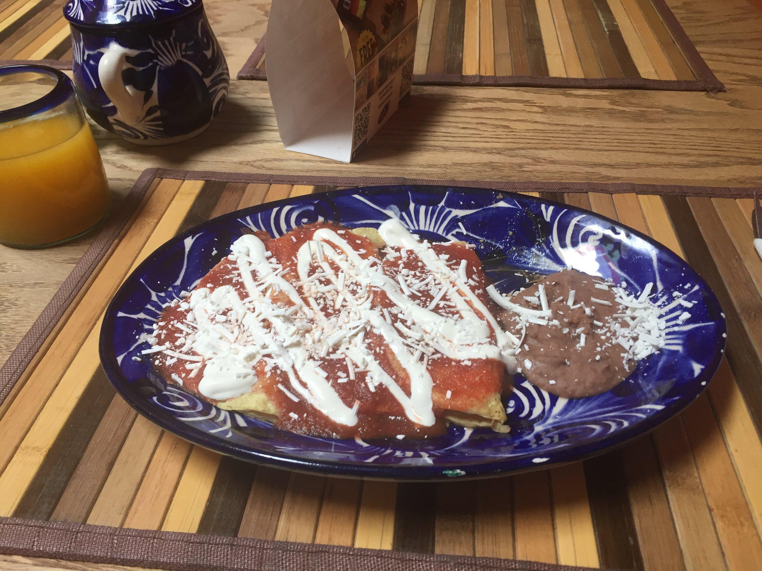 أنشيلاداس روخاس، أحد وجبات الإفطار في المكسيك