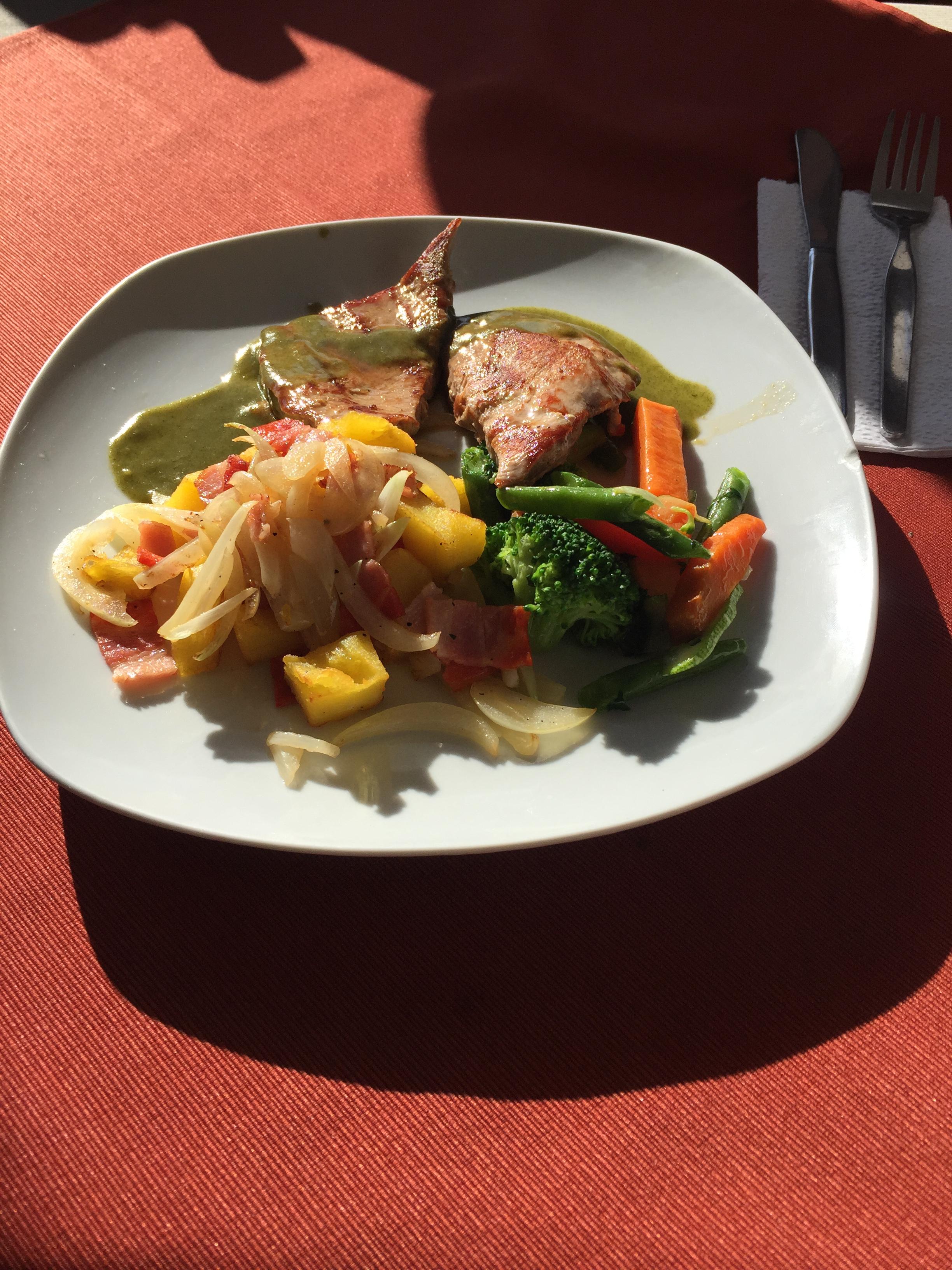 طعام لحم الباكا في البيرو