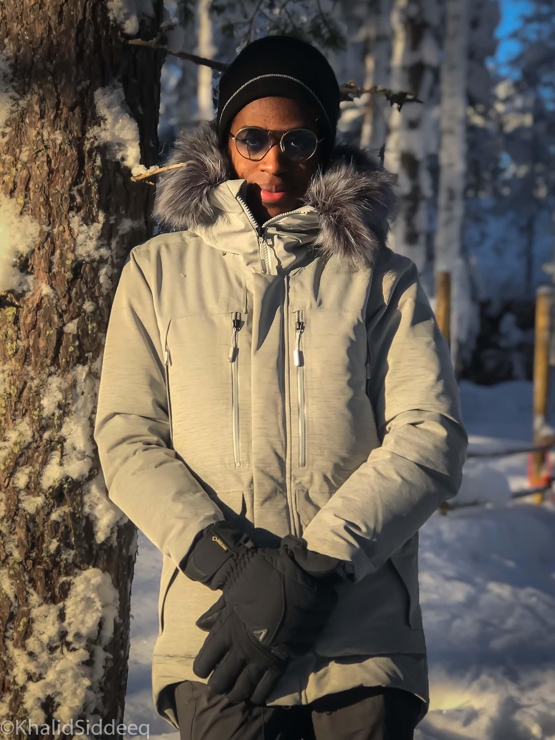 -22℃ - درجة الحرارة عند التقاط هذه الصوة، مرتدياً قبعة مقاومة للرياح، قفازات، ومعطف مقاوم للبرودة الشديدة