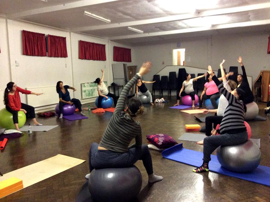 Antenatal yoga class barnet
