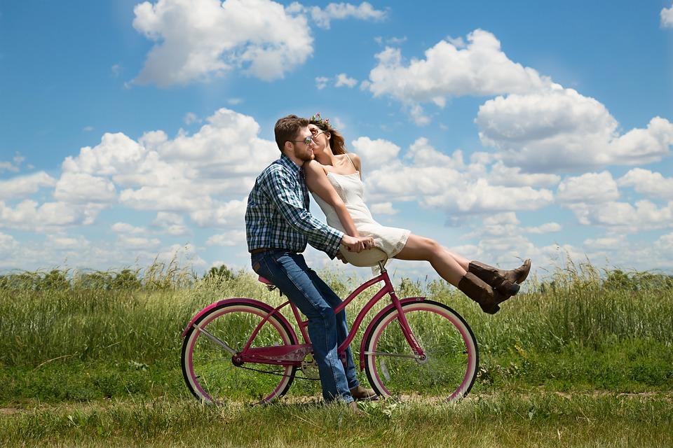 .... Die Romantik wird in einer glücklichen Beziehung nicht zu kurz kommen ..    Romance is an indispensable ingredient in every happy relationship ....