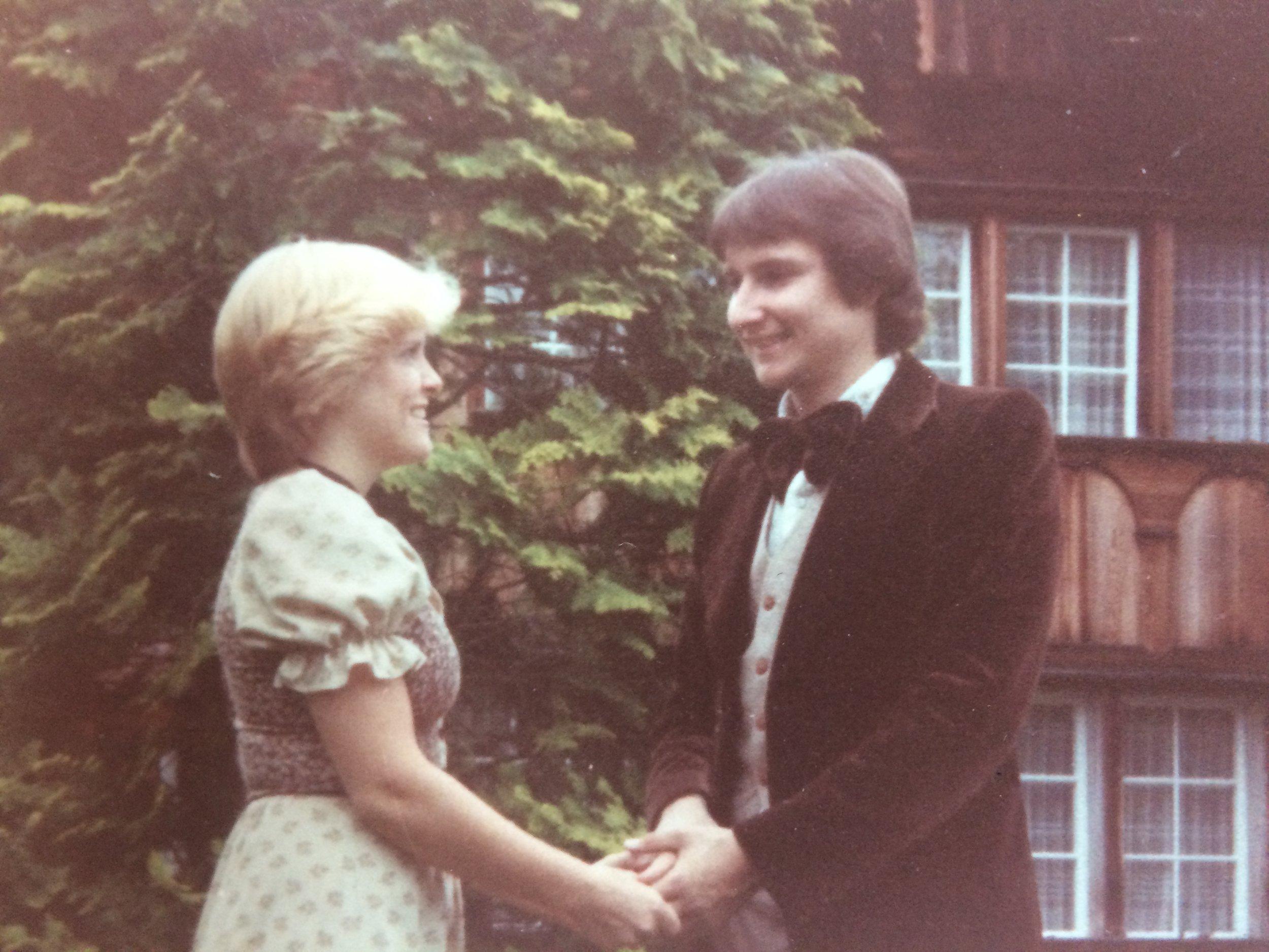 Als wir noch jung waren ... vor seinem Elternhaus