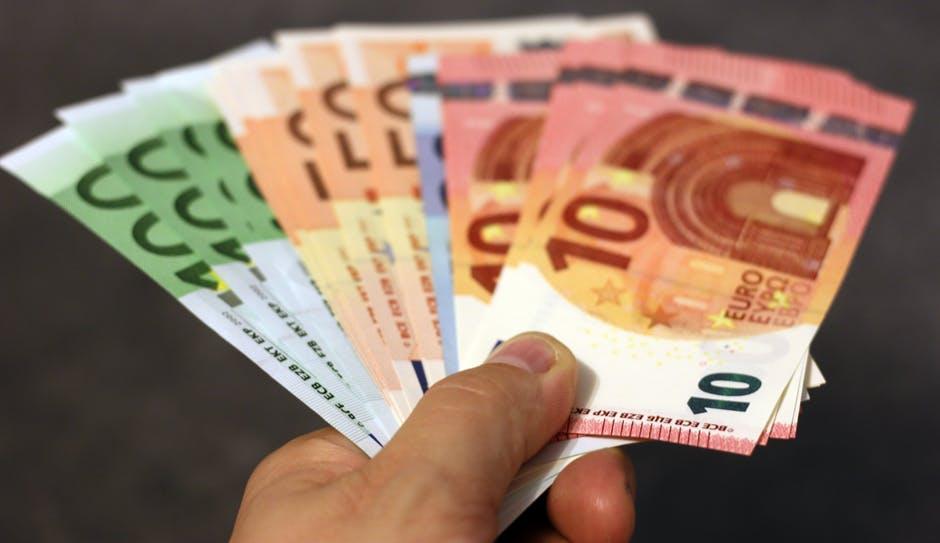 Wie funktioniert Ihr Belohnungssystem ? Wie wenden Sie es an und wie reagieren Sie selber auf Belohnung ? Man sagt, dass Geld als Belohnung meist nur eine kurze Wirkung habe.