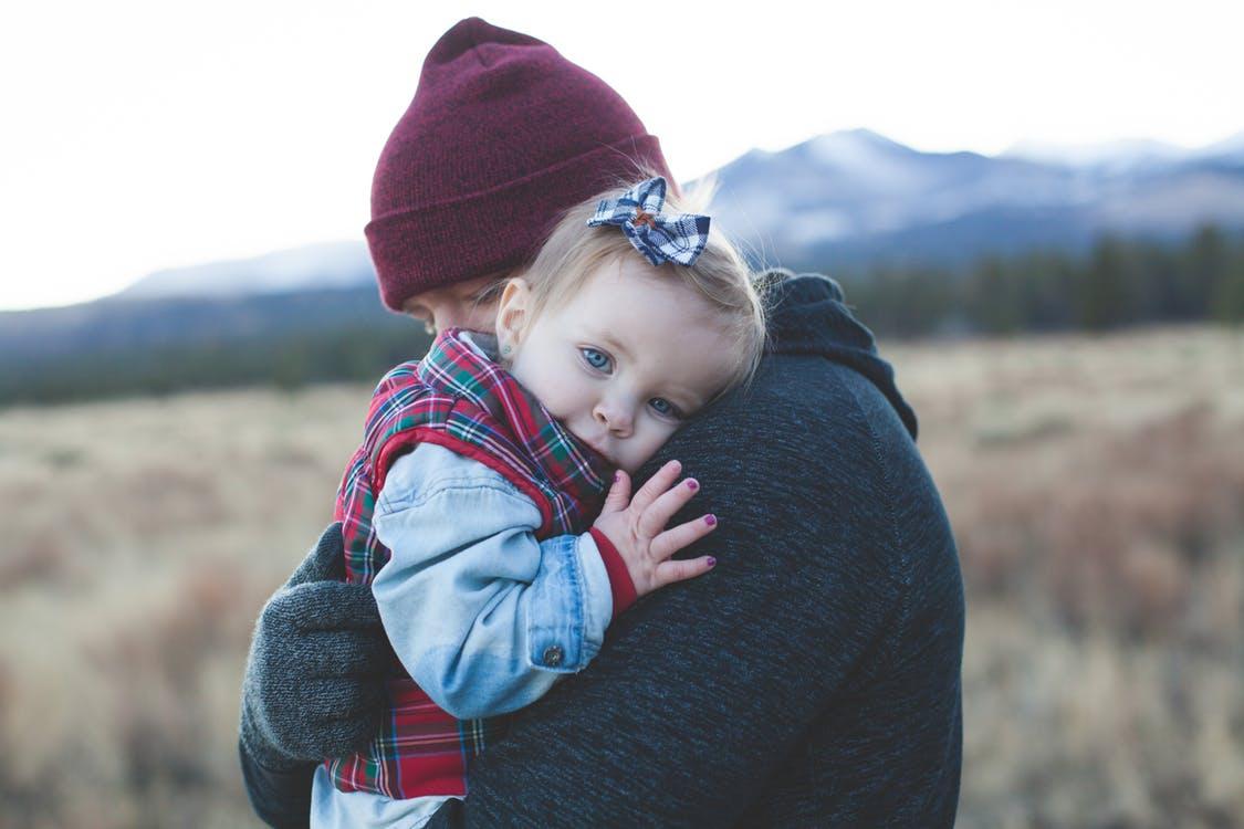 Umarmungen von Daddy und Mami sind durch nichts zu ersetzen. Zusammen eine Einheit bilden ist wohl das ultimativste Erlebnis ! Dies gilt ja auch für uns Erwachsene, oder ?