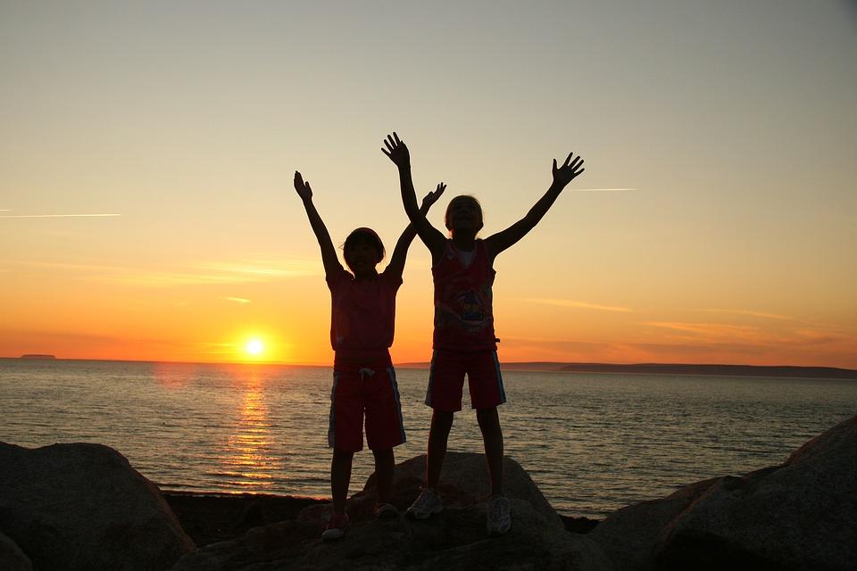 Die wichtigste Stunde in unserem Leben ist immer der momentane Augenblick; der bedeutsamste Mensch ist immer der, der uns gerade gegenübersteht; das notwendigste Werk in unserem Leben ist stets die Liebe. Leo Tolstoi (1828-1910)