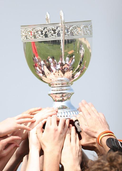 Wer es bis zum Pokal schafft, hat auf dem Weg dorthin viele Verlierer produziert. Siegen ist ein schönes Gefühl, aber was ist mit den Verlierern ? Wie wäre es mit Spielen, wo jeder gewinnen kann ?