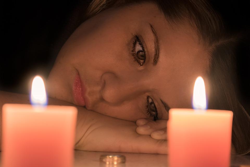 .... Für plötzlich Alleinstehende ist eine Traumwelt zusammengebrochen. Kaum vorstellbar ist dieses Leid, der Verlust von Glaube an die Liebe und Hoffnung für ein positives Familienleben. Aber auch hier gilt: Gib niemals, niemals, niemals auf ! Es geht weiter. Es kommt gut. ..     Parents who are suddenly left single experience the collapse of their dreams. It is impossible to imagine the suffering caused by losing faith in love and in the hope for a future together as a family. In this case, it's important to remind oneself: Never, never, never give up! This too shall pass. It will all turn out well in the end. ....