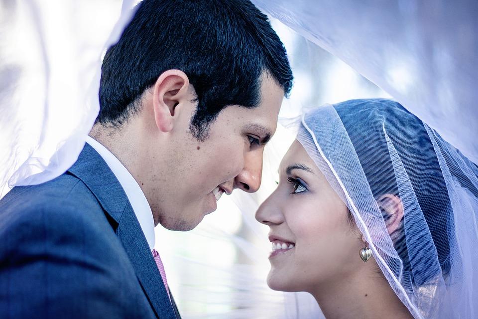 .... Bedenken wir: Eine Hochzeit ist nur eine Momentaufnahme. Sie soll ein glücklicher Anfang sein in eine noch bessere Zukunft. ..  Remember: A wedding is just a snapshot. It should be a happy beginning to an even happier future. ....