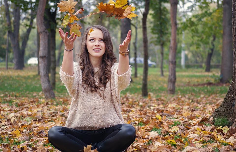 ....     Ein Ort, wo sich HSPs wohl fühlen, ist in der Natur. Je mehr, desto besser. Diese Ruhe, Stille, diese Faszination und Farbenpracht bringt das Herz wieder ins Gleichgewicht. Gerne kommen HSPs zu uns in die  Sonnmatt  zur Entspannung und Regeneration.    ..    One place where HSPs feel well and at peace is outdoors. The more, the better. This peaceful, quiet, fascinating bouquet of natural colors can bring troubled hearts back into balance. HSPs especially enjoy these benefits at    Sonnmatt    for relaxation and regeneration.    ....
