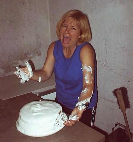 ....    Eigentlich hätte es eine schöne Geburtstagstorte für unseren Sohn Jesse werden sollen. Sowas kann Stress verursachen - arme Terri !!    ..    Our son's 18th birthday was a beautiful day and perfect for a fun family celebration! The birthday cake, however, had other ideas and proved to be a huge source of stress. Poor Terri!!   ....