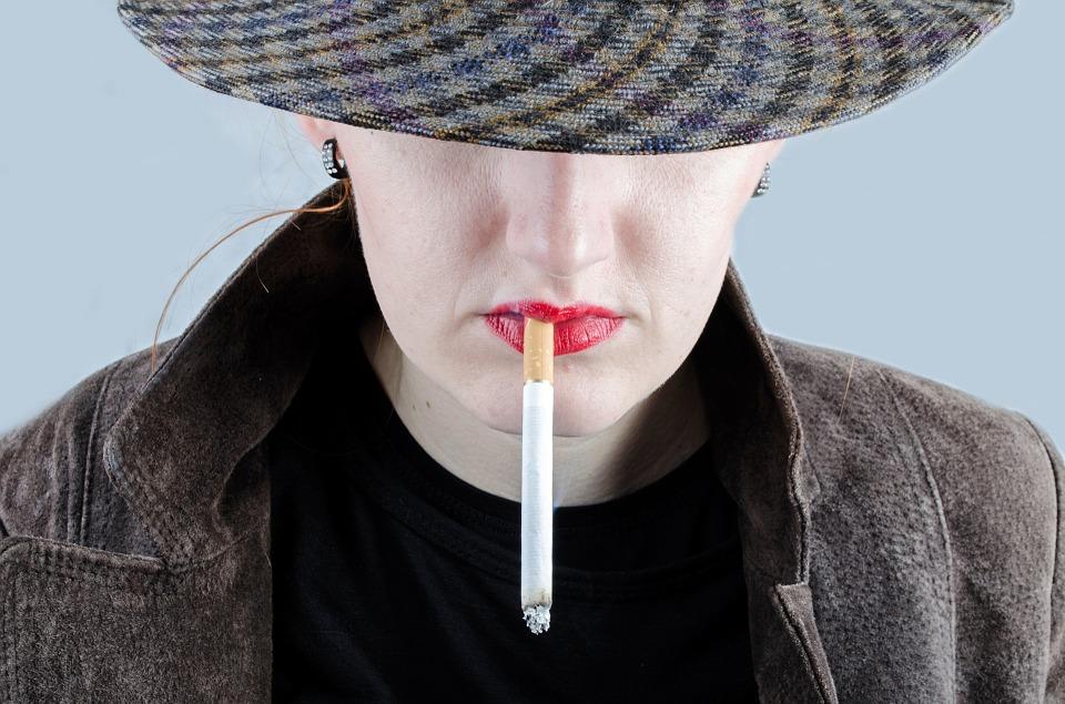....    Frage: Wieweit kann zB. Rauchen mit einem tiefen Selbstwert zu tun haben ? Gibt es noch andere Süchte, die in die gleiche Kategorie gehören ?    ..    Question: What does smoking, for example, have to do with low self-esteem? What other addictions fall into the same category?    ....