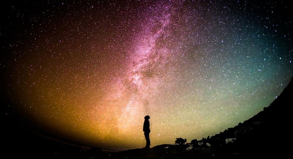 ....   Wer bin ich? Was soll ich als Mensch im Kontext des Universums eigentlich tun? Worum geht es hier? Was ist der Sinn des Ganzen?   ..   Who am I? What am I supposed to do as a human being in the context of the universe? What is life all about? What's the point?   ....