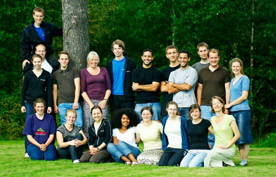 ....   Jeremy als Direktor von Matteson mit Studenten und Mitarbeitern im Jahr 2011   ..   Jeremy as director of Matteson with students and staff in 2011   ....