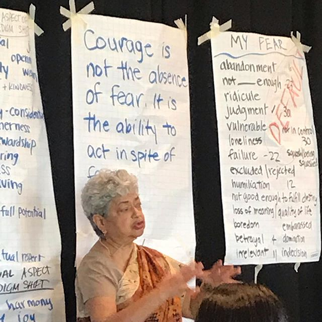 «Courage is not the absence of fear. It is the ability to act in spite of fear.» Dr Monica Sharma coaches us in how to release our full potential so we can address #climatechange in new and effective ways. Day 4 in Transformational Leadership for Sustainability.