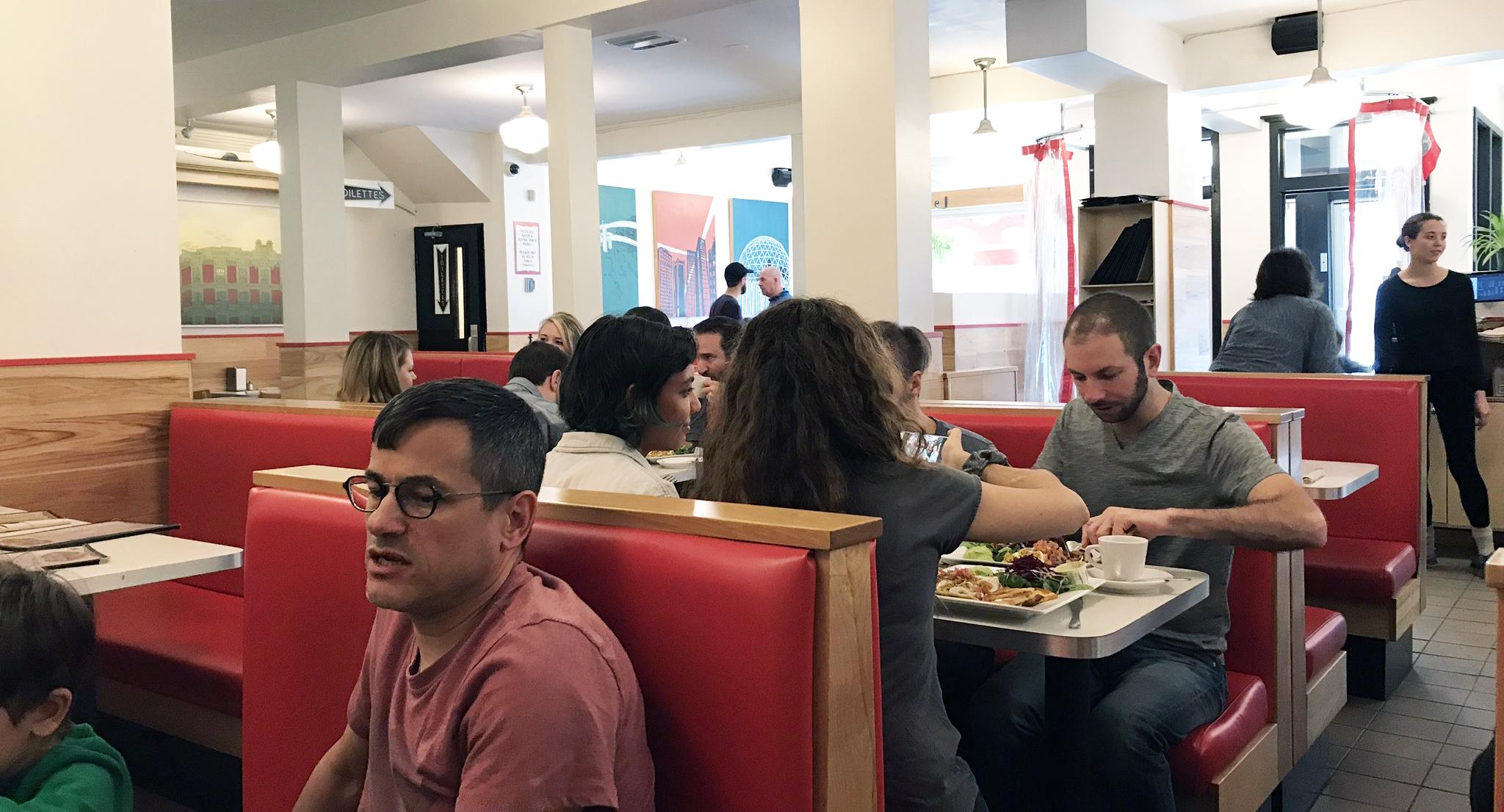 Aux Vivres - Interior Restaurant, Vibe