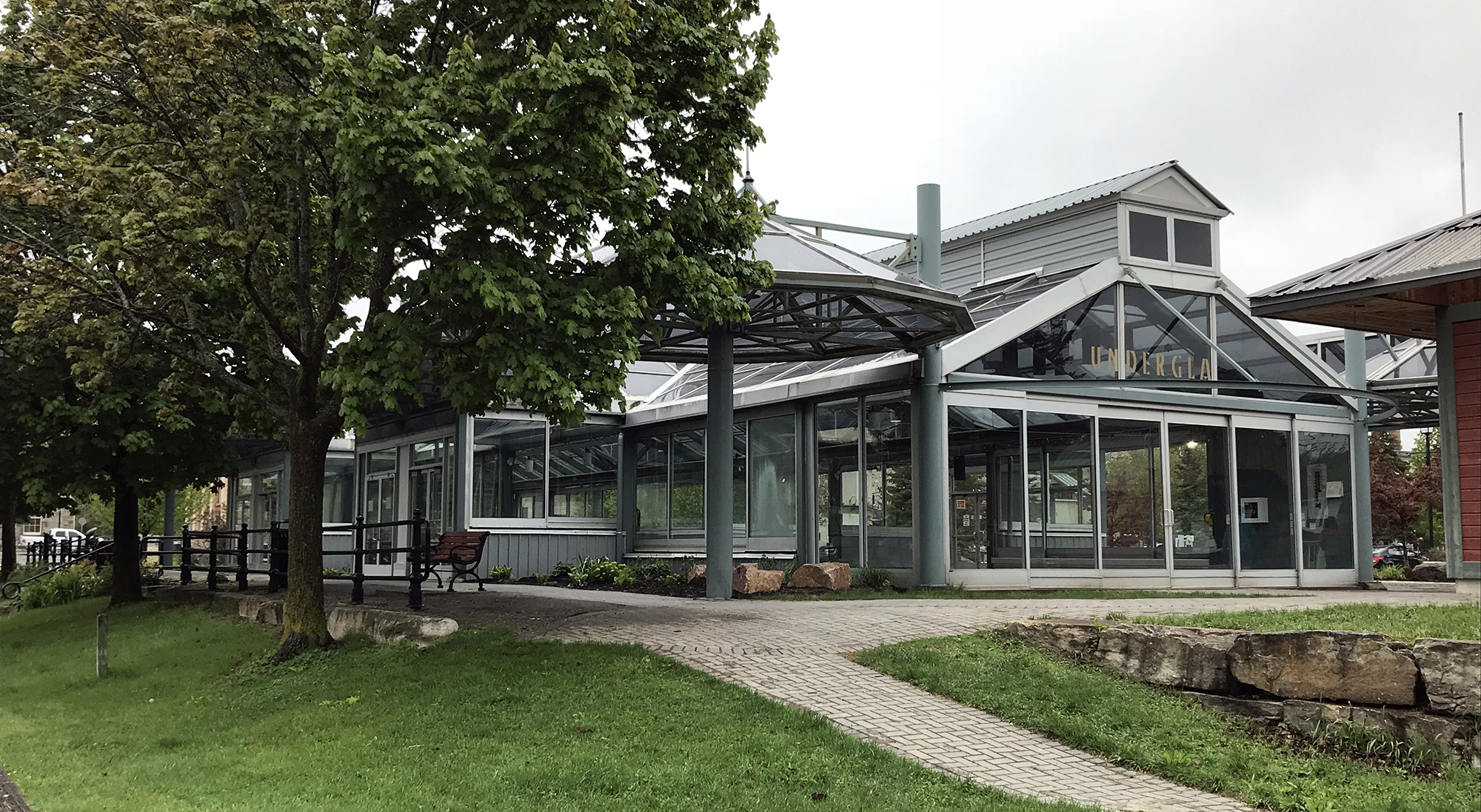 Perth Ontario - Glass Palace - Farmers Market