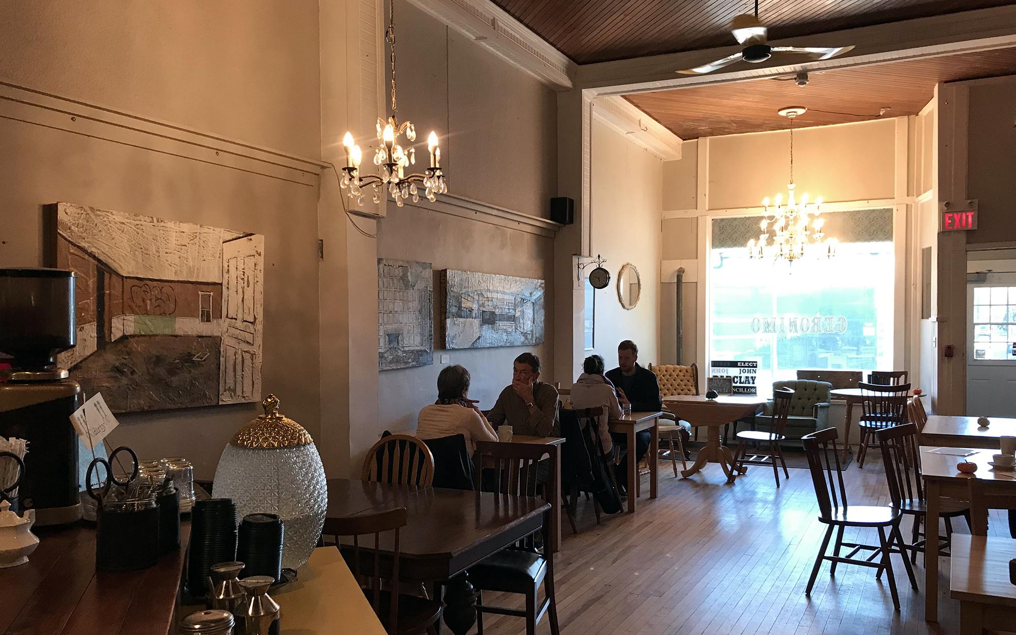 Geronimo Cafe - Interior Chandelier