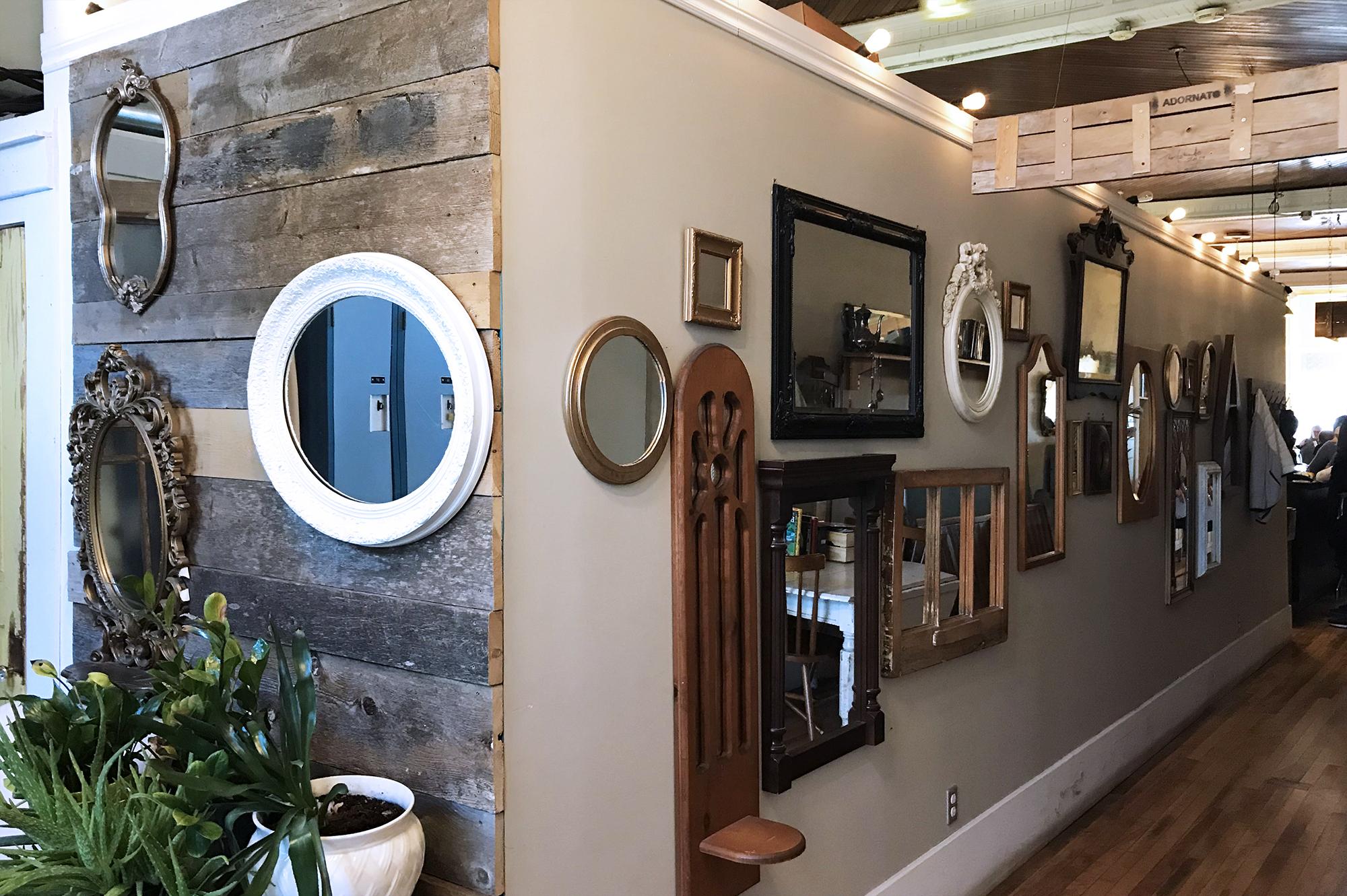 Geronimo Cafe - Mirror Wall Victorian