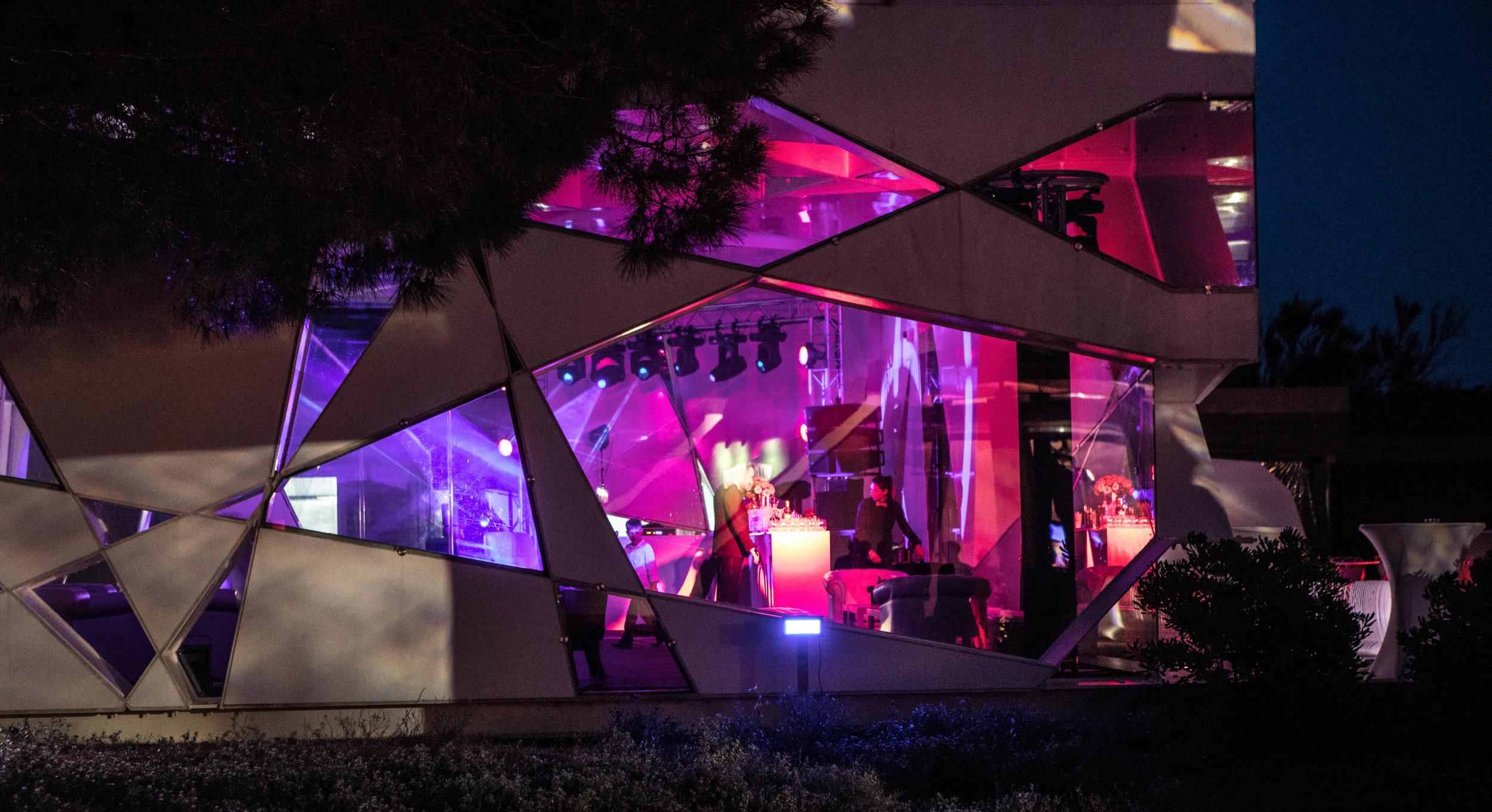 Le Beauvallon Pavilion at Night.jpg