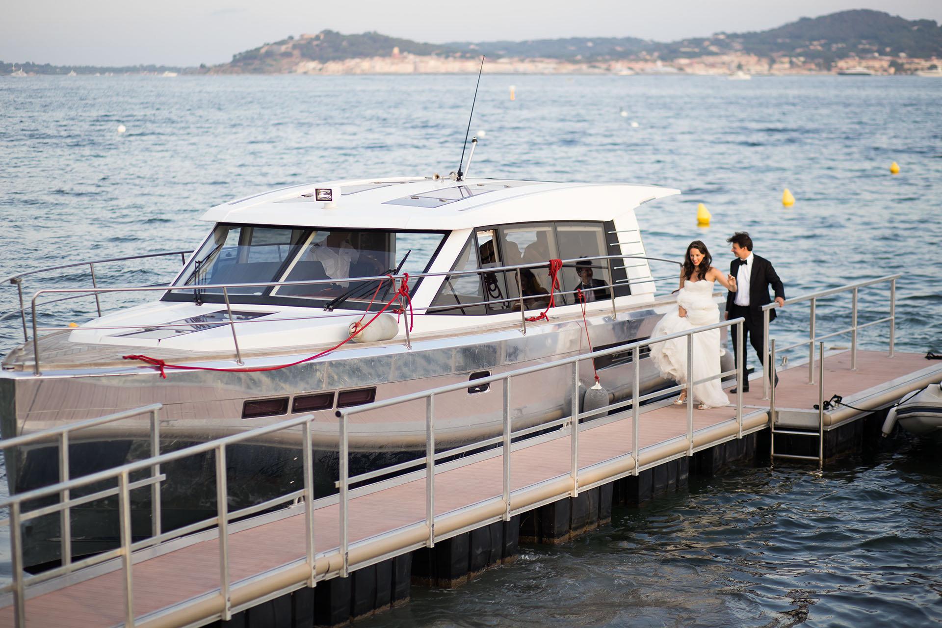 Le Beauvallon Arriving on Boat.jpg