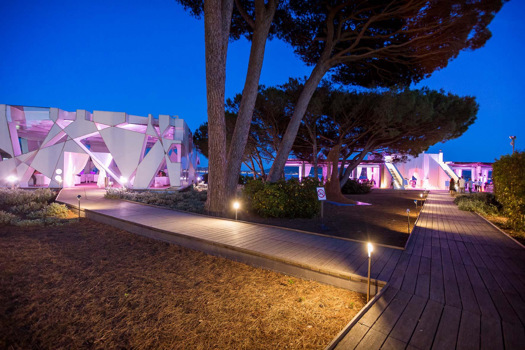 Le Beauvallon Beach Club at Night.jpg
