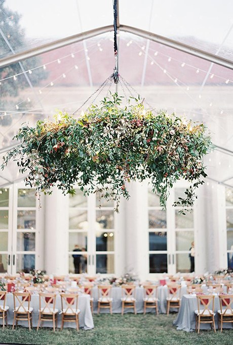 2016_bridescom-Editorial_Images-09-Hanging-Greenery-Wedding-Decorations-large-hanging-wedding-greenery-oversize-chandelier.jpg