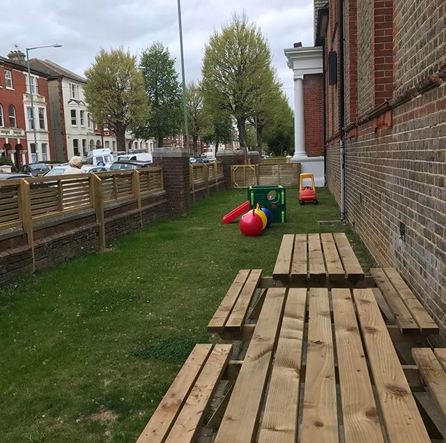 Have your coffee outside while the kids play! #hove