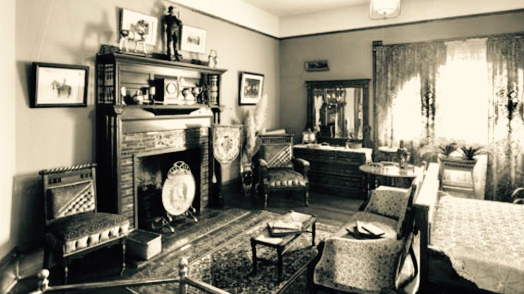 Robert Harvey's Room, Craigdarroch Castle, Victoria, British Columbia   www.thecastle.ca