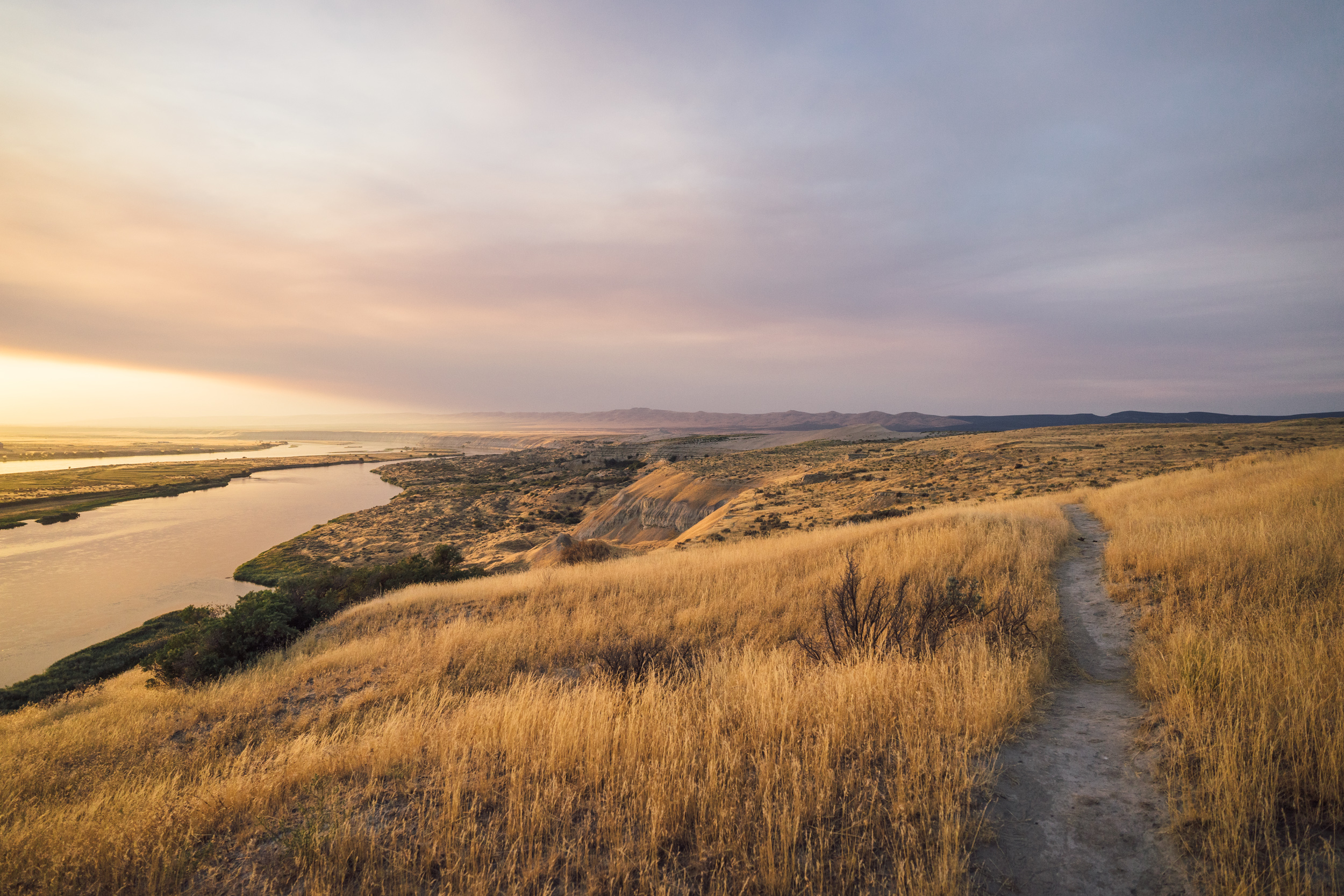 - Commanding views of the last remaining free-flow portion of the Columbia river, the White Bluffs formations and the Saddle Mountain Wildlife Refuge make of this national monument a true hidden gem.