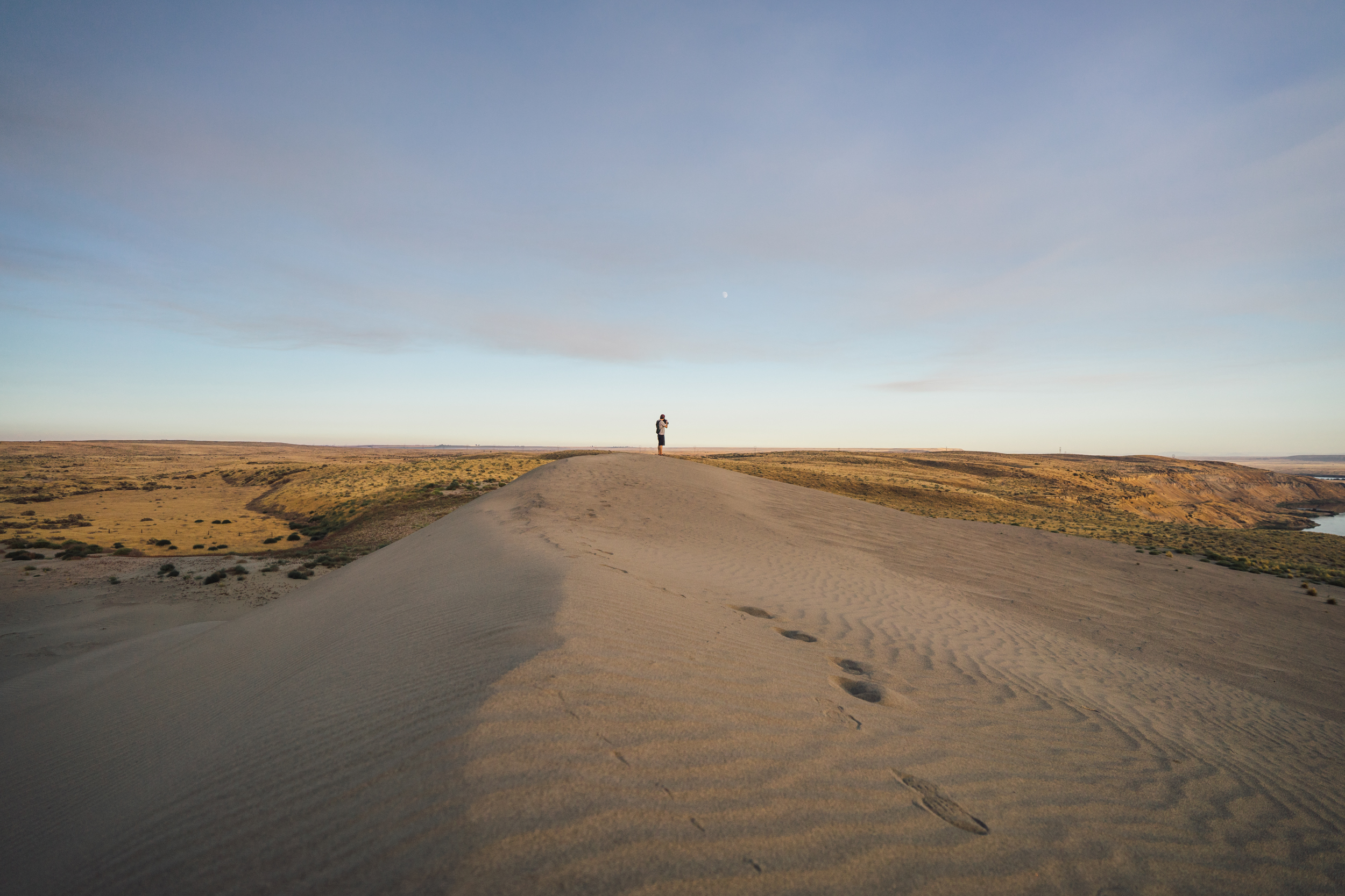- Reaching the first sand dune, we arrived to a breathtaking sight.