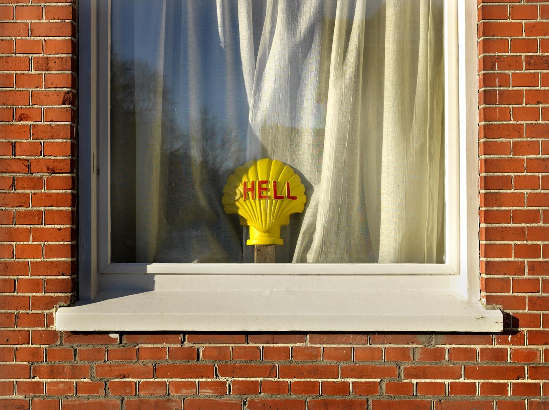 Dit staat bij Koos voor in zijn raam.