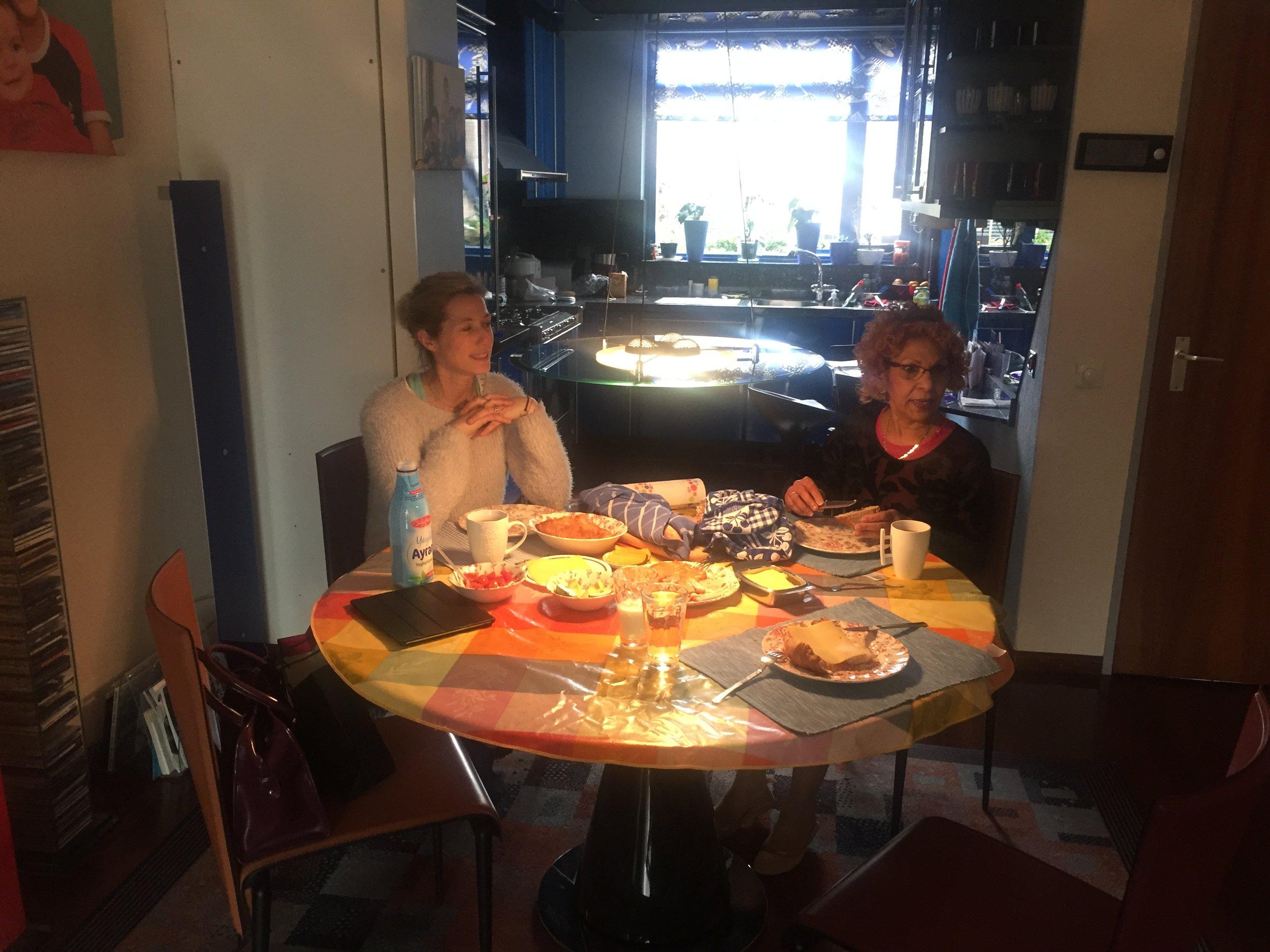 Op bezoek bij de familie Alibaks in Dordrecht.